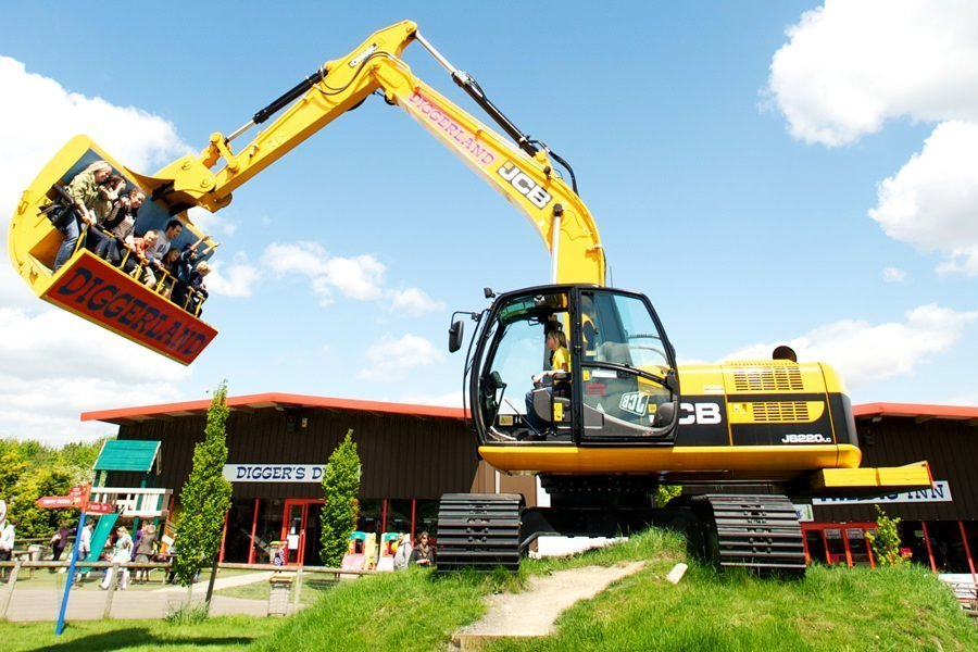 Free Entry to Diggerland for Children on the Royal Wedding Day at Diggerland